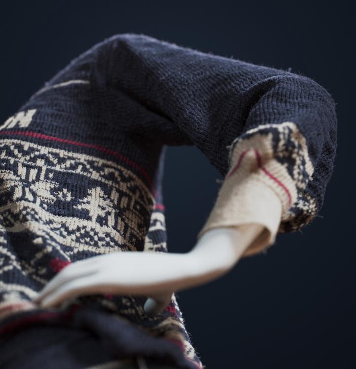 sweater_C.thumb.jpg.bd88559f985110349fe6c56c95444792.jpg